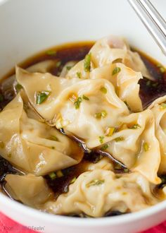 Steamed Pork Dumplings with a Scallion Dipping Sauce . saved this just for the dipping sauce haha Wonton Recipes, Pork Recipes, Asian Recipes, Appetizer Recipes, Cooking Recipes, Appetizers, Family Recipes, Vegetarian Recipes, Recipies