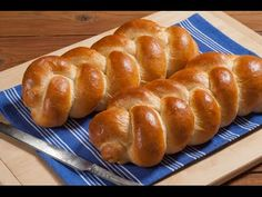 In The Kitchen With Honeyville: Teacher Tuesday: Braided Challah Bread with Chef Brad Fresh Bread, Sweet Bread, Sourdough Challah Recipe, Bruschetta, Braided Bread, Types Of Bread, Jewish Recipes, Bread Rolls, Recipe Collection