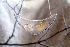 Un Artista conserva la belleza de la naturaleza en joyeria de vidrio prensado | http://spirulinaeco.com