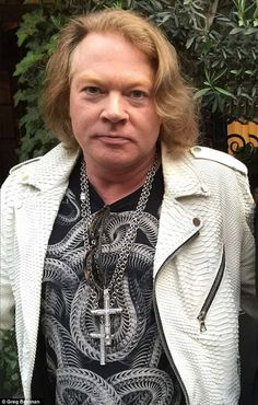 This is a wonderful Man who never gave up or came to compromises. True to himself and a fuckin beautiful soul Guns N Roses, Axl Rose Now, Hard Rock, Axl Rose 2016, John Bonham, Rose Girl, Most Handsome Men, Rose Photography, Most Beautiful Man