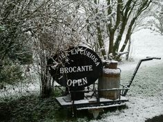 brocantekekhier in the snow
