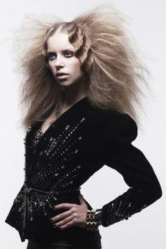 原田 忠 | WORKS | HAIR&MAKE UP ARTIST SHISEIDO BEAUTY CREATION RESEARCH CENTER | 資生堂グループ企業情報サイト Crazy Hair, Big Hair, Editorial Hair, Editorial Fashion, Creative Hairstyles, Cool Hairstyles, Hair And Makeup Artist, Hair Makeup, Tribal Hair