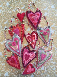 recycled felted sweater hanging hearts - Quilting Daily, by Kelly Henderson.These are beautiful! Valentines Day Hearts, Valentine Day Crafts, Valentine Heart, Homemade Valentines, Valentine Wreath, Valentine Ideas, Kids Crafts, Arts And Crafts, Fabric Hearts