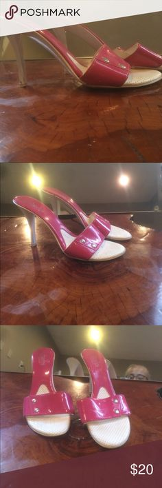 Charles by Charles David Super sexy, pink patent and white heels. Surprisingly comfortable. This is a great buy. Super deal🌻🌻👍🏽 Charles David Shoes Heels