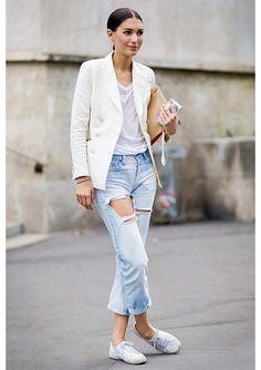 Peça obrigatória entre as francesas, o blazer branco é um clássico perfeito para a Primavera.