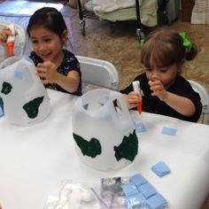 Earth Day crafts at Tutti Bambini :)
