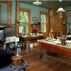 (Another Victorian architecture guide.) The Victorian kitchen at the Villa Louis Estate, Prairie Du Chien, WI is an example of a very well equipped kitchen of the era. The iron stove, table mounted sink and central work-table are all typical. Victorian Style Homes, Victorian Kitchen, Victorian Farmhouse, Victorian Interiors, Victorian Decor, Vintage Kitchen, Victorian Architecture, Victorian Era, Style At Home