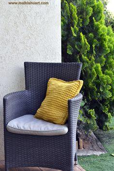 tunisian crochet pillow made of T-Shirt yarn - Trapillo