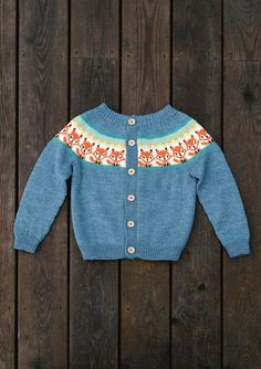 Ravelry: Revejakken (Fox sweater) pattern by Anita Brathetland Kids Knitting Patterns, Baby Cardigan Knitting Pattern, Knitting For Kids, Norwegian Knitting, Fox Sweater, Knitted Baby Clothes, Baby Sweaters, Kids Outfits, Baby Fair
