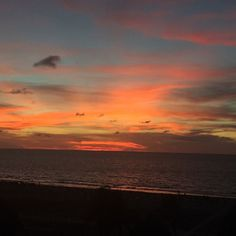 Foto:@oriana_castano  www.hotellasamericas.com.co  #ElHoteldeLasEstrellas #Cartagena #Colombia #ThePreferredLife #Lifestyle Celestial, Sunset, Instagram Posts, Outdoor, Cartagena Colombia, Caribbean, Pictures, Outdoors, Sunsets