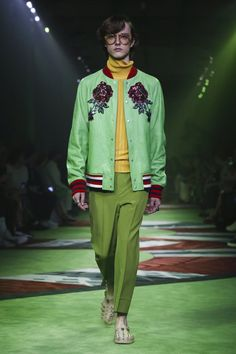 Watch the livestream of the Gucci show menswear collection Spring/Summer 2017 from Milan.