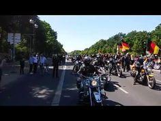 """(David Berger) Für den heutigen Tag hatten die """"Biker für Deutschland""""zu einer Großdemo in Berlin aufgerufen, um gegen die Zustände in unserem Land zu demonstrieren (Video am Ende des Beitrags) Eine Teilnehmerin schreibt uns: """"Wir waren mehrere Tausende . Es war der Hammer und wir kommen wieder."""" Und das Erstaunliche: Trotz des eindeutigen Mottos war … Berlin, Biker, Mottos, Cool Stuff, History, David, Politics, Germany, Cool Things"""