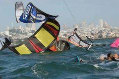 #kitersurfers in de knoop tijdens een race evenement. Wil je dat dit niet gebeurd? Wil je dat jou dit niet overkomt? Neem een les bij Beware Beach. www.bewarebeach.nl