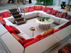 Wohnlandschaft Lounge Sofa weiß Rote Kissen