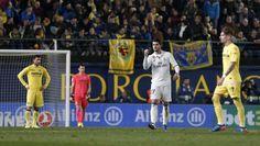 El Real Madrid remonta en Villarreal y mantiene al Barça a raya en la clasificación - 20minutos.es http://www.20minutos.es/deportes/noticia/real-madrid-remonta-villarreal-mantiene-barcelona-raya-clasificacion-2970585/0/