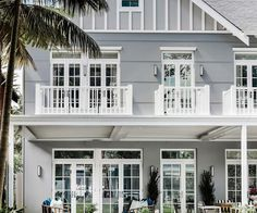 A luxurious Hamptons style home in Sydney's Eastern Suburbs designed by Coco Republic Interior Design. Photography: Maree Homer - April 13 2019 at Style At Home, Beach House Style, Beach House Decor, Die Hamptons, Hamptons Style Homes, Hamptons Beach Houses, Hamptons Bedroom, Hampton Beach, Home Interior Design