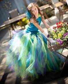 Как сшить платье из фатина для девочки своими руками?
