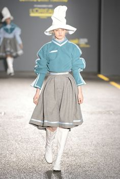 Catwalk photos and all the looks from Central Saint Martins BA Spring/Summer 2015 Ready-To-Wear London Fashion Week Weird Fashion, All Fashion, Runway Fashion, Fashion News, Fashion Show, Fashion Design, London Fashion, Fashion Styles, Central Saint Martins