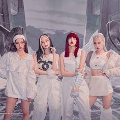Kpop Girl Groups, Korean Girl Groups, Kpop Girls, Blackpink Jisoo, Kim Jennie, K Pop, Mode Rose, Blackpink Poster, Chica Cool