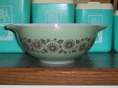 Pyrex Medallion 443 2 1/2 Quart Promotional by thetrendykitchen, $18.00