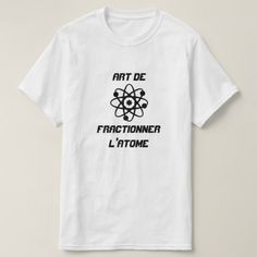Shop Atom with text Art de fractionner l'atome T-Shirt created by ZierNorShirt. Personalize it with photos & text or purchase as is! Types Of T Shirts, T Shirts With Sayings, Cool T Shirts, Norwegian Words, Foreign Words, French Words, French Art, T Shirt World, T Shirt And Shorts