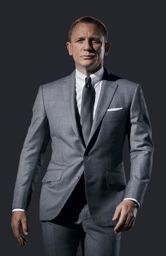 Discover our collection of Daniel craig james bond suits . These elegant Daniel craig 007 tuxedos and suits are available at discounted price Style James Bond, James Bond Suit, Bond Suits, Men's Suits, Fitted Suits, Gray Suits, Grey Suit Men, Costume Daniel Craig, Daniel Craig Suit