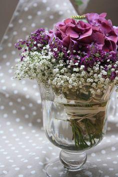 kirchendeko mit hortensien und allium | purple weddingdreams, Garten und bauen