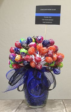 """DIY sucker bouquet for our Blue Hero's! """"Some Days Work Sucks, Thank You For Your Sacrifice And Service"""" Candy Bar Bouquet, Lollipop Bouquet, Gift Bouquet, Money Birthday Cake, Birthday Candy, Diy Birthday, Lollipop Centerpiece, Candy Centerpieces, Christmas Food Gifts"""