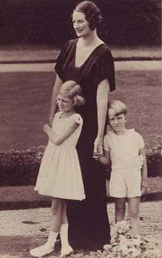 Queen Astrid with Josephine-Charlotte and Baudouin