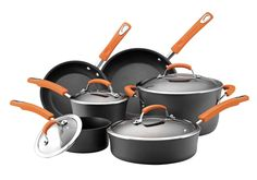 Rachael Ray Hard-Anodized cookware is the perfect combination of durability and style
