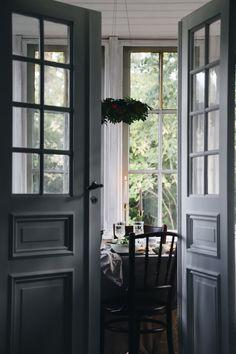 Svamprisotto och höstmys Wabi Sabi, Jasmine, Home Office, Interior Decorating, Villa, Shabby, Christmas Decorations, Windows, Traditional