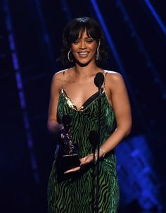 Billboard Music Awards 2016: Rihanna, Ciara, and More on the Red Carpet - Billboard Music Awards 2016-Wmag