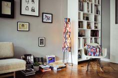 www.estilosdeco.com.... Interior de un departamento con muebles de diseño clásico modernos: living paredes grises