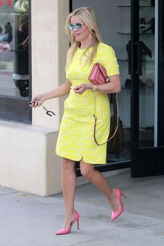Reese Witherspoon wearing Tiffany & Co. Tiffany T Wire Bracelet, Draper James Horseshoe Key Fob, Bvlgari Serpenti Forever Bag and Saint Laurent Paris Pumps. Love Reese Witherspoon