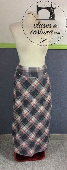 dceedc7867 Ay lo que nos gusta una falda escocesa al biés! Y lo que nos gusta un vivo!  Vamos que nos súperencanta está falda de Marina!