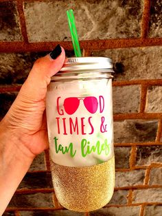 Good Times and Tan Lines Glitter Mason Jar Summer by SipSoSweet Mason Jar Cups, Mason Jar Tumbler, Glitter Mason Jars, Glitter Cups, Mason Jar Crafts, Glitter Tumblers, Tumbler Cups, Vinyl Crafts, Vinyl Projects