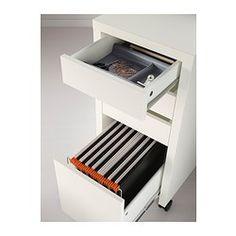 IKEA - MICKE, Cassettiera con schedario, bianco, , I fermacassetti evitano che i cassetti vengano estratti completamente.Si può collocare anche al centro della stanza, poiché il pannello di fondo è rifinito.Puoi ampliare la superficie utilizzabile combinando scrivanie e cassettiere. Quelle della serie MICKE hanno tutte la stessa altezza.