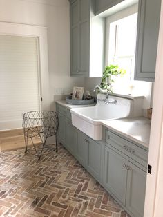Durham Laundry/Mud Room How to Design a Mortar Washed Brick Floor - Hammers N Hugs Your One Year-Old Foyer Flooring, Farmhouse Flooring, Brick Flooring, Kitchen Flooring, Flooring Ideas, Flooring Options, Mudroom Laundry Room, Farmhouse Laundry Room, Laundry Room Design
