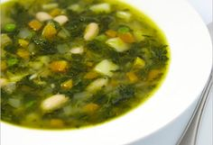 Spinach soup 1 kg spinach 2 medium onions – diced 1 clove of garlic 1 carrot – diced 1 stick celery – diced vegetable stock or broth 1 bunch of parsley 1 egg 1 hand of rice Yummy Vegetable Recipes, Vegetable Dishes, Easy Healthy Recipes, Real Food Recipes, Soup Recipes, Vegetable Stock, Paleo Recipes, Turkish Recipes, Ethnic Recipes