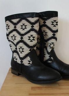 Kaufe meinen Artikel bei #Kleiderkreisel http://www.kleiderkreisel.de/damenschuhe/stiefel/151854145-neu-stiefel-aztekenmuster-schwarz-weiss-grosse-39