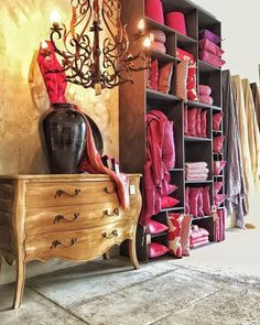 #Handmade #ubud #cloth #designer #interior #pieces #shoppinginUbud #Ubudcommunity #sanurCommunity #retail #cushion #interior_decorator #decorator #clothbymedina #shop #indonesia #embroidery_design #embroidery #ikat #tenun #handprint #handbeaded follow us at http://ift.tt/1QKClgx #interiordesign #interiordesigncommunity #thebaliguideline #thebaliguide by cloth.bali