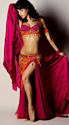 Gorgeous rose and orange belly dance costume. Belly Dance Outfit, Belly Dance Costumes, Tribal Fusion, Bd Collection, Dance Oriental, Line Dance, Dance Dreams, Belly Belly, Tribal Dance