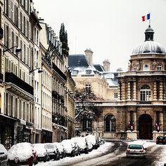 Snowy streets in Paris. Photo courtesy of lovingjune on Instagram.