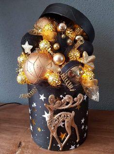 Christmas Mood, Diy Christmas Ornaments, Holiday Crafts, Christmas Wreaths, Christmas Napkins, Christmas Flower Arrangements, Christmas Centerpieces, Xmas Decorations, Theme Noel