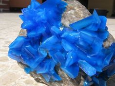 Crystal Growing on a Rock From Copper Sulfate : 3 Steps - Instructables Borax Crystals, Diy Crystals, Crystals And Gemstones, Diy Crystal Growing, Growing Crystals, Grow Your Own Crystals, How To Make Crystals, Dyi Crafts, Crafts For Kids
