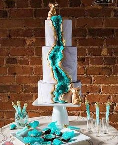 There's a Sweet new wedding cake trend going around, you guys, and it totally rocks.   (By Intrica...
