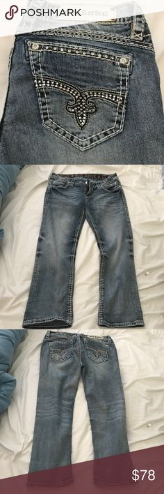 Rock Revival  Nicole Capri Jeans In great pre loved condition. No rips stains or tears Rock Revival Jeans Ankle & Cropped