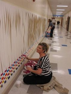 Idee kooli kaunistamiseks Community weaving project: great idea for an art night! (couldn't find this article, but great art teacher project site) Group Art Projects, Collaborative Art Projects, School Art Projects, Class Projects, Middle School Art, Art School, Buskers Festival, Ecole Art, Weaving Projects