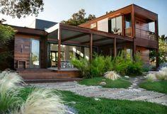 patio design vorgartengestaltung modern holzhaus grasflächen steinplatten kies