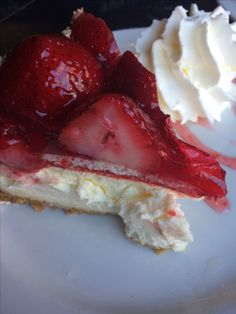 Strawberry cheesecake from Oh So Good Food Pics, Food Pictures, Strawberry Cheesecake, Tasty Dishes, I Love Food, I Foods, Fruit, Desserts, Tailgate Desserts